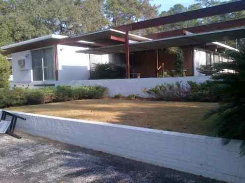 Rare truly contemporary home for sale in Tallahassee. This is the ONLY photo of the front of the home. It could have been dramatic... But it looks uninspired. Notice the sign on thrown against the wall.The angle is ok but the depth does not pop.  I would have Loved a chance to photograph this one!
